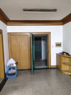 (市中心)海南新村4室1厅1卫123m²简单装修
